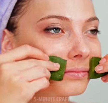 use aloe vera gel to remove your makeup
